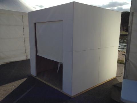 "Installation ""White Cub"" de Philippe Pitet"