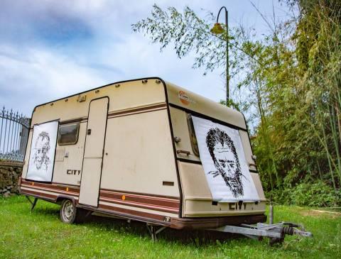 Don't Try, installation du Collectif CrowHackers, avec BrainHover et Carine Puyo dans le cadre du Festival En création de La Fabrique Affamée à Hasparren - Philippe Pitet plasticien Toulouse