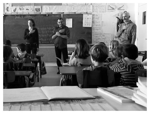 """Philippe Pitet, Julie Pichavant et Fabrice Camboulive - Zart Compagnie - en atelier avec des enfants de cp de l'école de Souillac, dans le cadre du projet """"Comme une Rolling Stone""""..."""